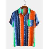 Männer Colorful Streifen Regenbogen Print Brusttasche Kurzarm Urlaub Casual Shirts