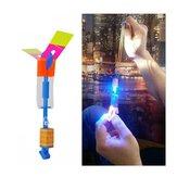 Amazing Flash Luce a LED Arrow Rocket Elicottero Giocattolo Rotazione Giocattolo Volante Divertimento Giocattoli per Bambini