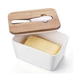 Burro in ceramica bianca con burro francese Scatola Coperchio in legno isolato con supporto