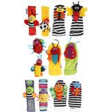 4-delige set baby pols rammelaar en voetzoeker sokken