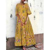 Luźna, kwiecista sukienka damska z okrągłym dekoltem i kieszeniami