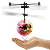 Uçan Top Kızılötesi Indüksiyon Kristal Yanıp Sönen LED Lamba Oyuncaklar Çocuklar için USB Şarj Edilebilir Doğum Günü Yılbaşı Hediyeleri