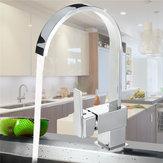 Le robinet de cuisine moderne en laiton chromé pivote sur le mélangeur de lavabo à une poignée