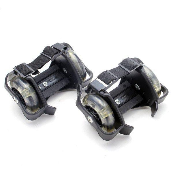 Mini roues clignotantes à la dérive des chaussures de patinage à roulettes à roues libres