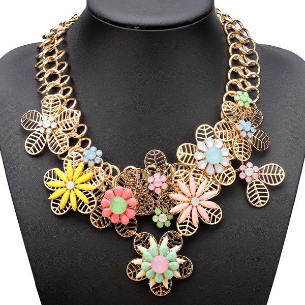 Collar fornido de la declaración de la flor de la resina de la cadena de la bañado en oro del babero